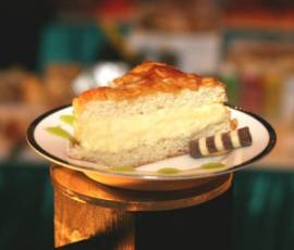 Bienenstich Cake (Bee Sting Cake) | DianasDesserts.com