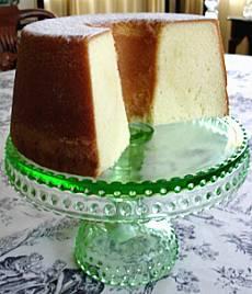 Elvis Presley's Favorite Pound Cake | DianasDesserts.com